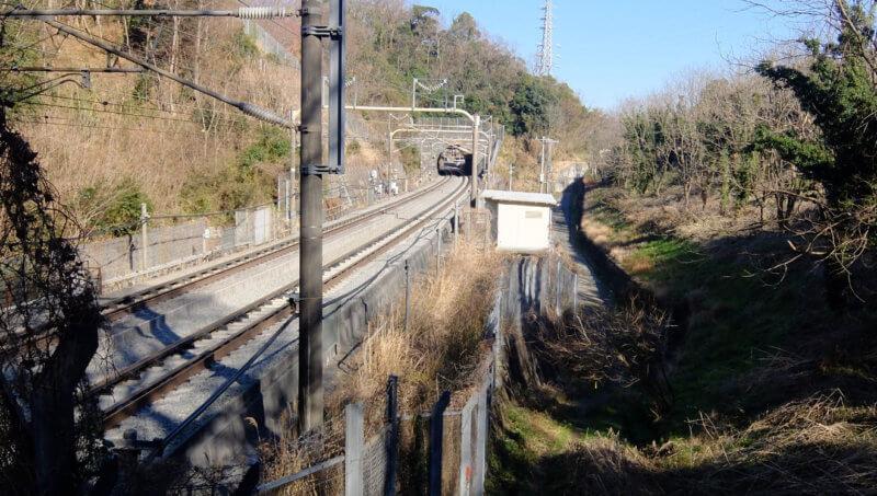 小原トンネル横から見た第二生沢トンネル
