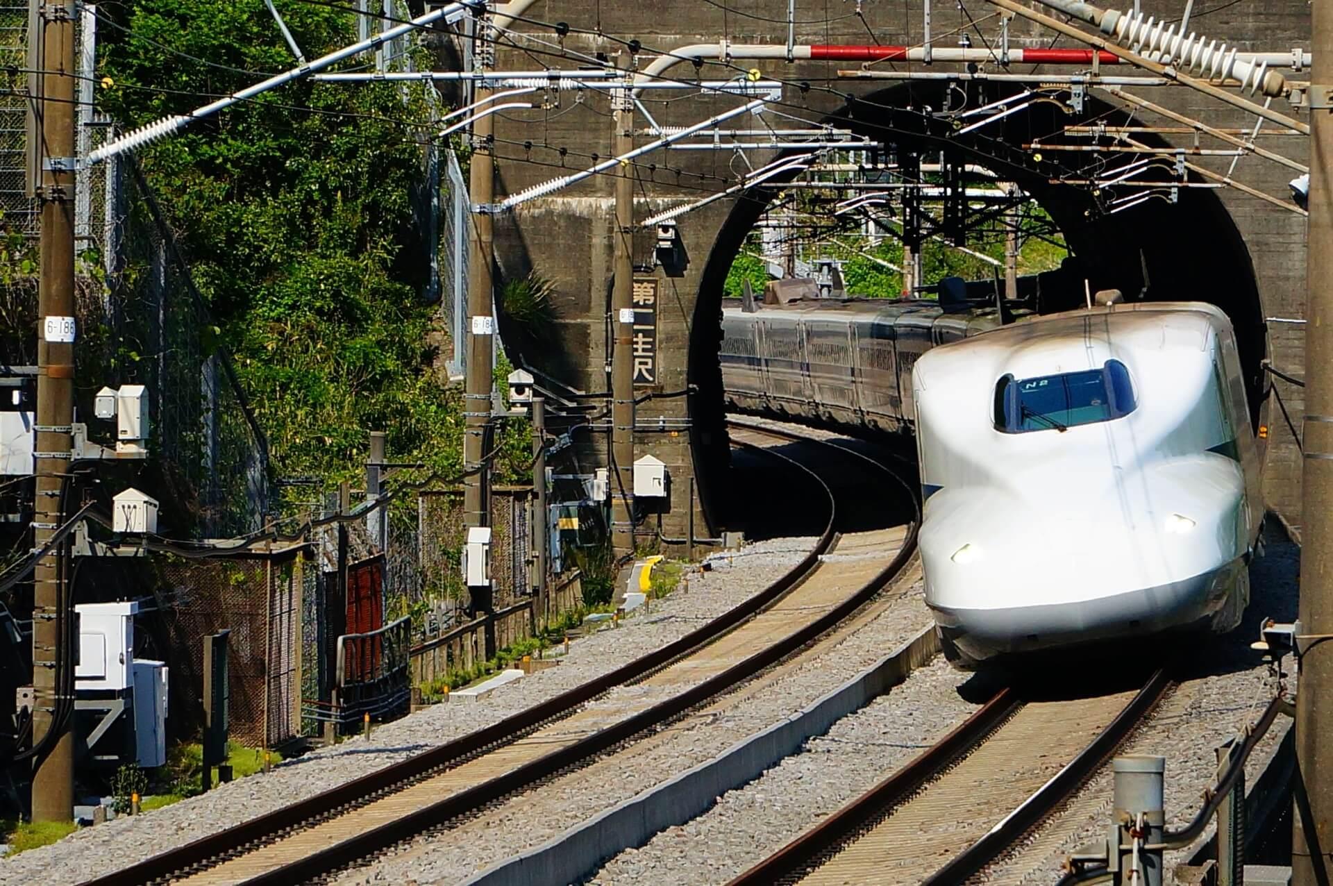 第二生沢トンネルで撮影した新幹線