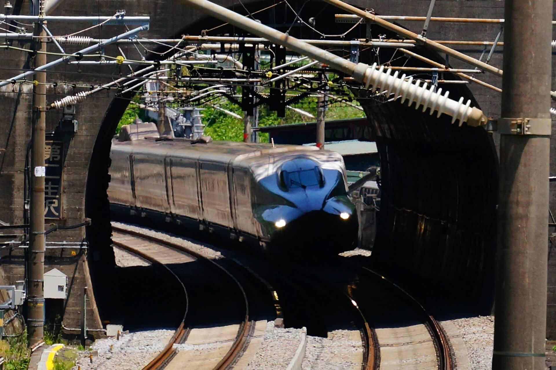 第二生沢トンネルから見た新幹線
